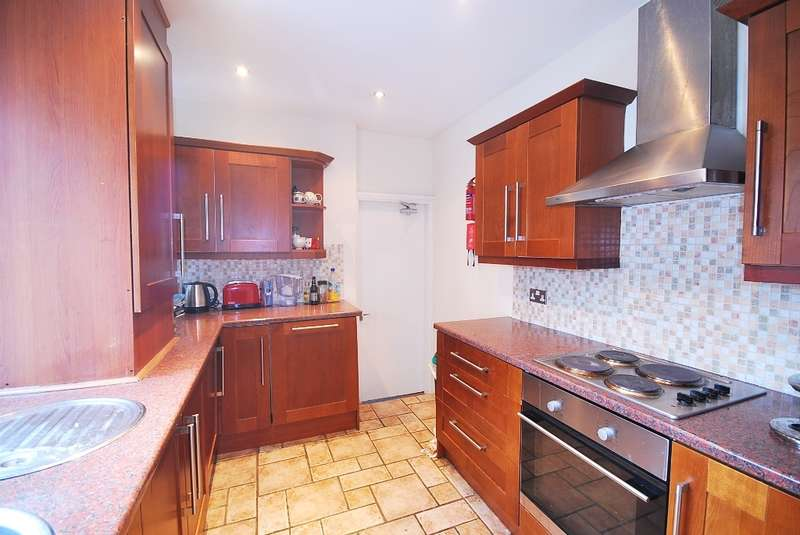 6 Bedrooms Maisonette Flat for rent in Lavender Gardens, West Jesmond