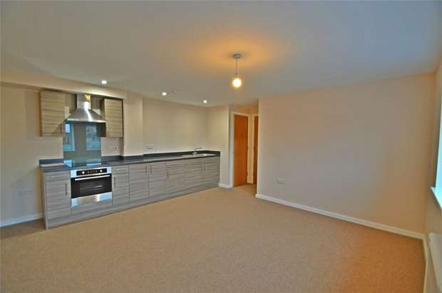 2 Bedrooms Flat for rent in Edwards House, Edward Street, Stockport, Cheshire