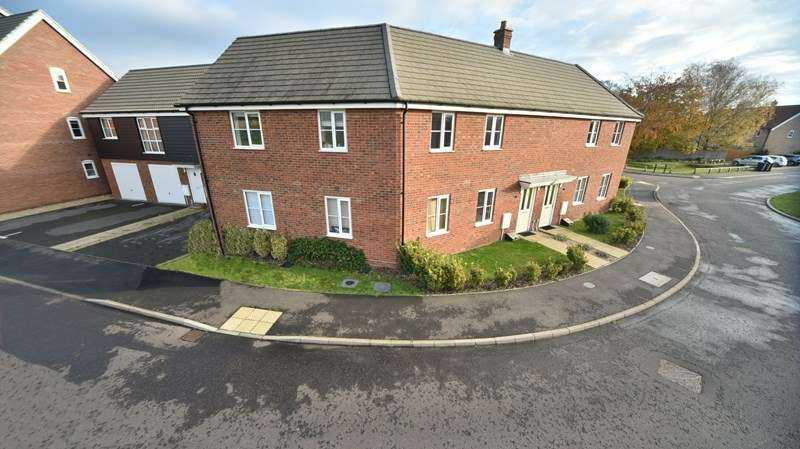 2 Bedrooms Maisonette Flat for sale in Wintergreen Road, Red Lodge, Bury St. Edmunds