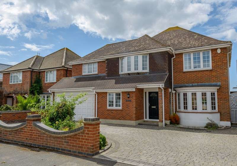 4 Bedrooms Detached House for sale in Thorpe Bay Border