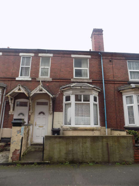 5 Bedrooms Terraced House for sale in Blackacre Road, Dudley, Dudley, DY2