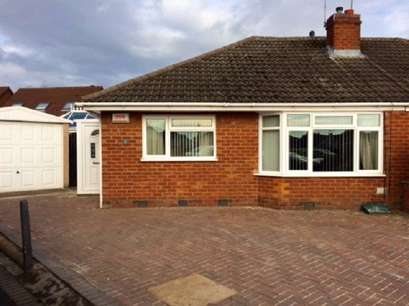 2 Bedrooms Detached Bungalow for sale in Carlton Close, Bulkington, Bedworth, Warwickshire. CV12 9PT