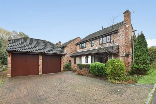 4 Bedrooms Detached House for sale in Fern Close, CROWTHORNE, Berkshire