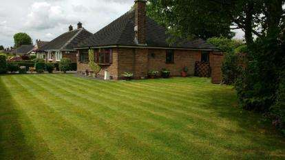 2 Bedrooms Bungalow for sale in Chester Road, Stockton Heath, Warrington, Cheshire