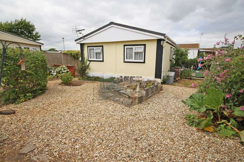2 Bedrooms Park Home Mobile Home for sale in Naish Estate, Barton On Sea, New Milton