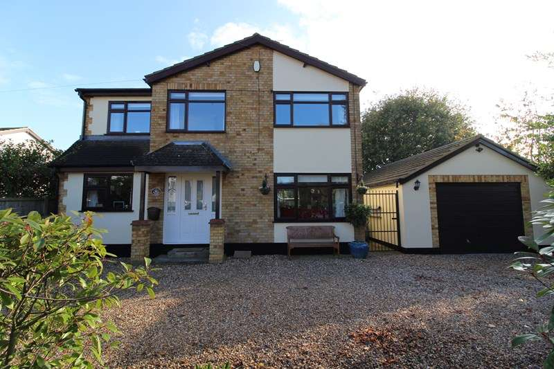 4 Bedrooms Detached House for sale in Bohemia Chase, Leigh-On-Sea