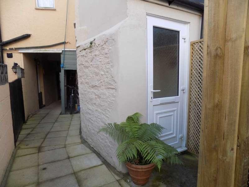 2 Bedrooms Flat for rent in West Street, Millbrook