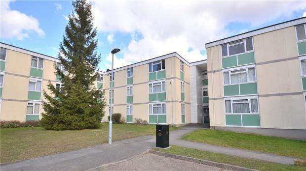 2 Bedrooms Apartment Flat for sale in Hambleden Court, Woodmere, Bracknell