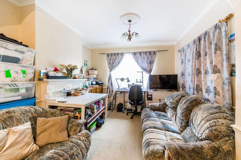 3 Bedrooms House for sale in Lewis Avenue, Walthamstow, E17