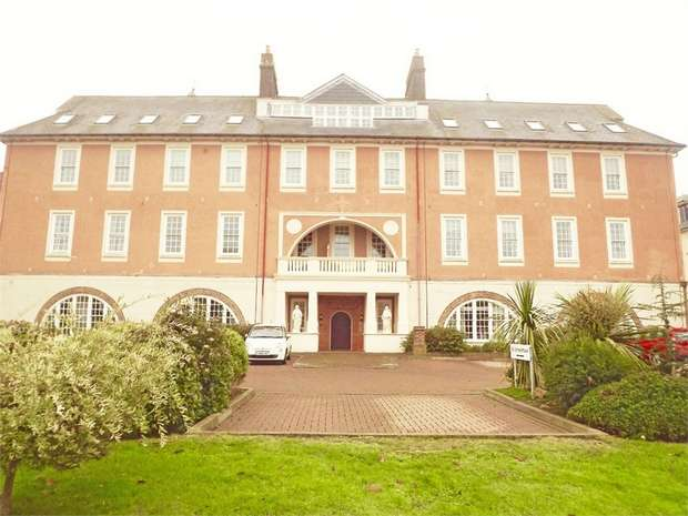 2 Bedrooms Flat for sale in James Walk, Bexhill-on-Sea, East Sussex