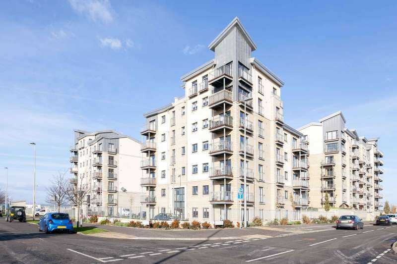 2 Bedrooms Flat for sale in Hesperus Crossway, Edinburgh, EH5 1FX