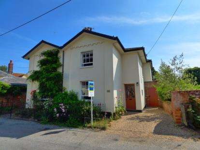 3 Bedrooms Semi Detached House for sale in Boxted, Colchester, Essex