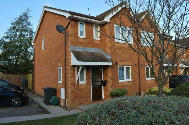 3 Bedrooms Semi Detached House for rent in Coppard Gardens, Chessington