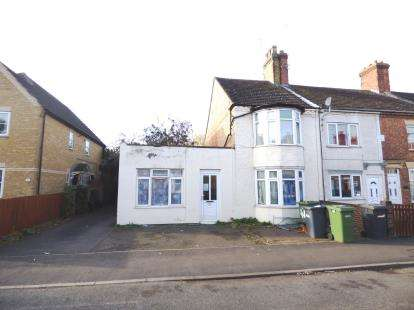 5 Bedrooms Semi Detached House for sale in New Road, Woodston, Peterborough, Cambridgeshire