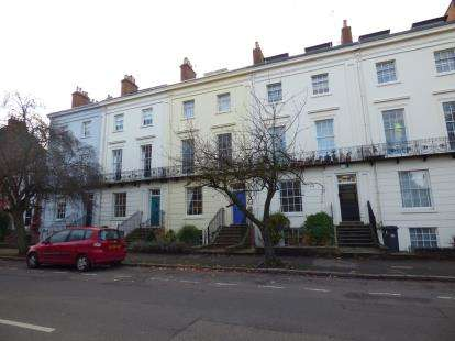 2 Bedrooms Flat for sale in Leam Terrace, Leamington Spa, Warwickshire, England