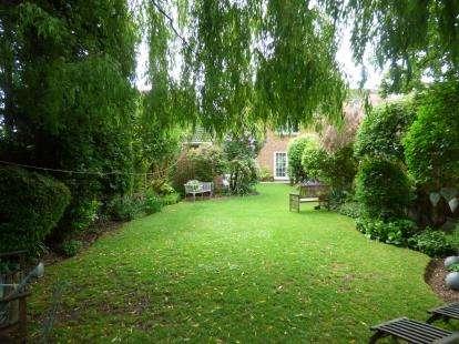 3 Bedrooms Semi Detached House for sale in Benfleet, Essex, Uk