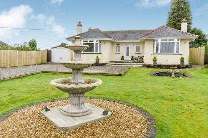 2 Bedrooms Bungalow for sale in Gunnislake, Cornwall, N