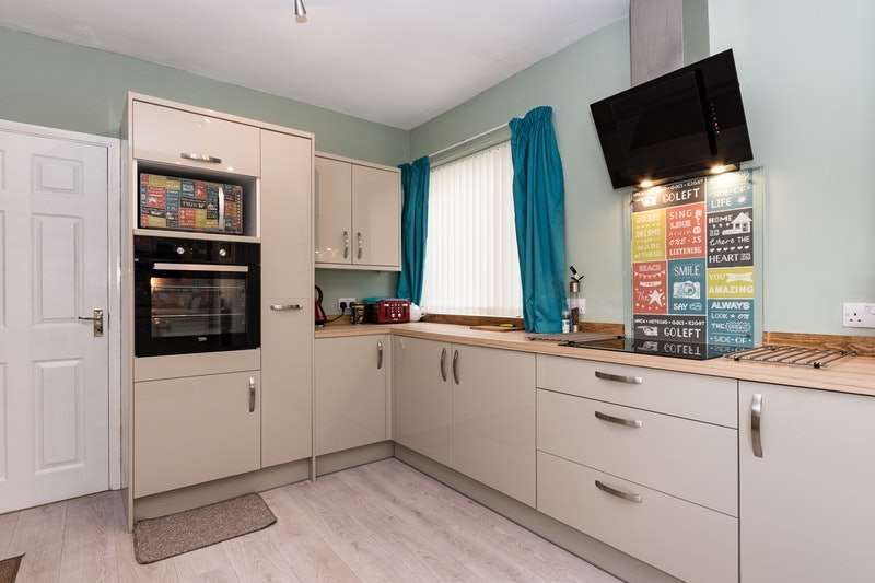 2 Bedrooms Semi Detached House for sale in Coatham Road, Redcar, North Yorkshire, TS10