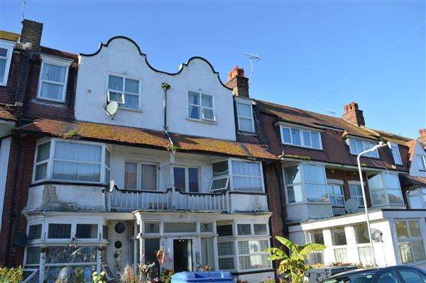 3 Bedrooms Apartment Flat for sale in Surrey Road, Margate