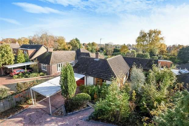 4 Bedrooms Detached Bungalow for sale in 17 Simons Lane, Wokingham, Berkshire