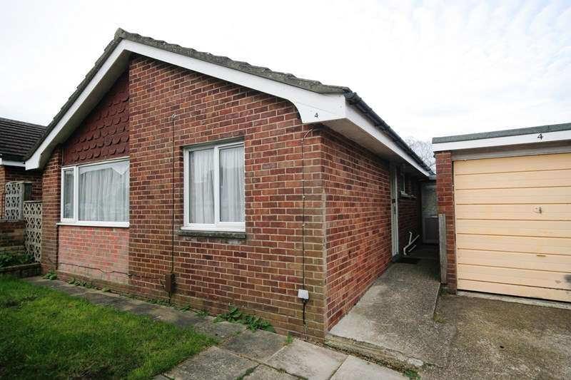 2 Bedrooms Detached Bungalow for sale in Meadows Drive, Poole