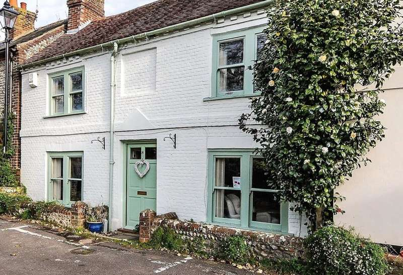 3 Bedrooms Semi Detached House for sale in Park Place, Arundel, West Sussex, BN18