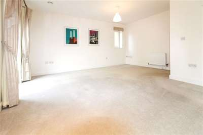 2 Bedrooms Flat for rent in Chichester