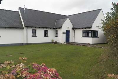 3 Bedrooms Bungalow for rent in Eastmoor Park, Haverfordwest