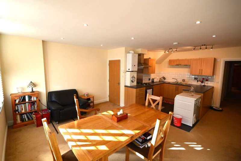 2 Bedrooms Flat for sale in Duncan Road, Gillingham, ME7