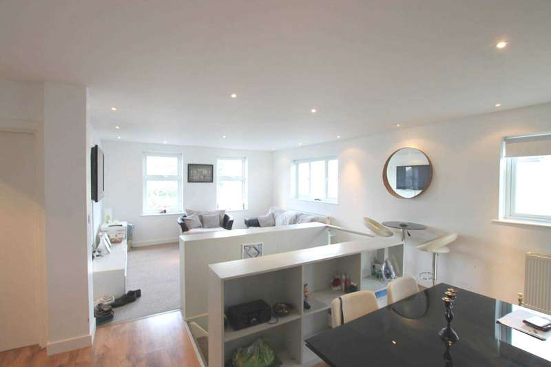 3 Bedrooms Duplex Flat for sale in College Road, Abbots Langley