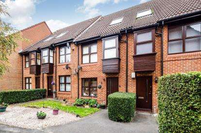 1 Bedroom Maisonette Flat for sale in Woodford, Green, Essex