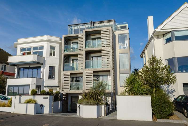 2 Bedrooms Apartment Flat for sale in Chalkwell Esplanade, Westcliff-On-Sea