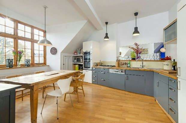 3 Bedrooms Flat for sale in Swains Lane, Highgate, N6