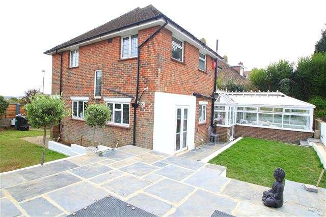 3 Bedrooms Property for sale in Valley Drive, Brighton, East Sussex, BN1 5LG