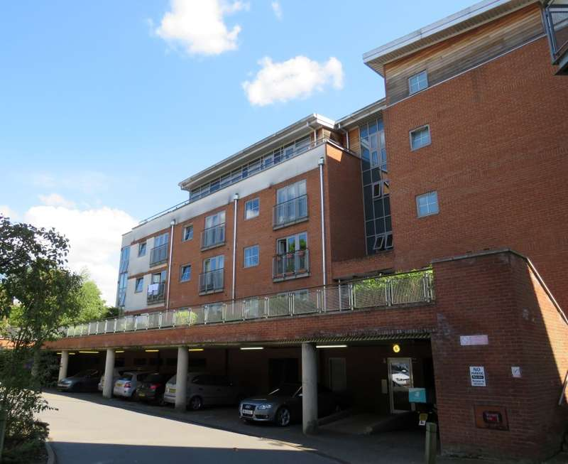 1 Bedroom Apartment Flat for sale in Windmill Road, Slough, Berkshire, SL1 3SX