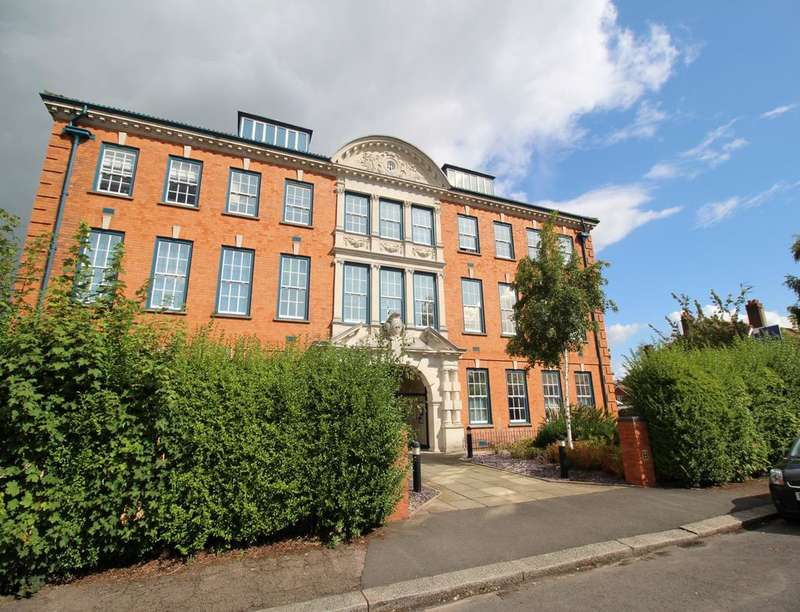 2 Bedrooms Flat for rent in Northwick Avenue, Worcester, WR3