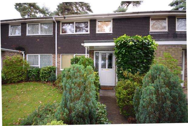 3 Bedrooms Terraced House for sale in Troutbeck Walk, Heatherside, Camberley