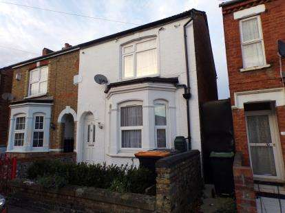 3 Bedrooms Semi Detached House for sale in Offa Road, Bedford, Bedfordshire