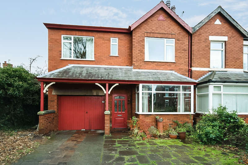3 Bedrooms Semi Detached House for sale in Thornton Road, Southport