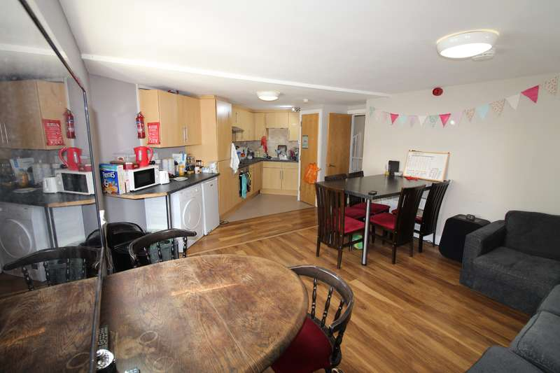 8 Bedrooms Flat for rent in Rhymney Terrace, Cathays, Cardiff