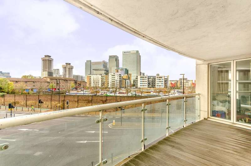 2 Bedrooms Flat for sale in Prestons Road, Canary Wharf, E14