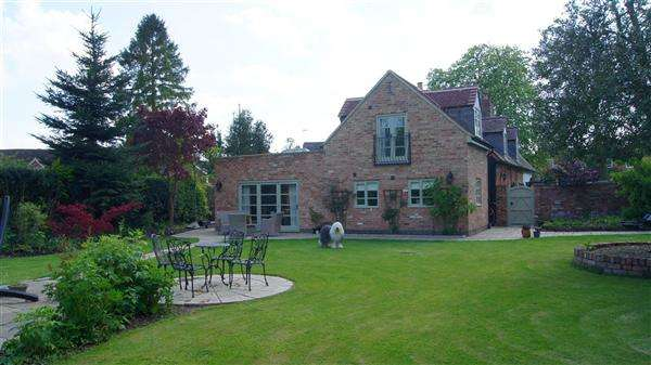 4 Bedrooms Cottage House for sale in Park Lane, Tamworth, Tamworth