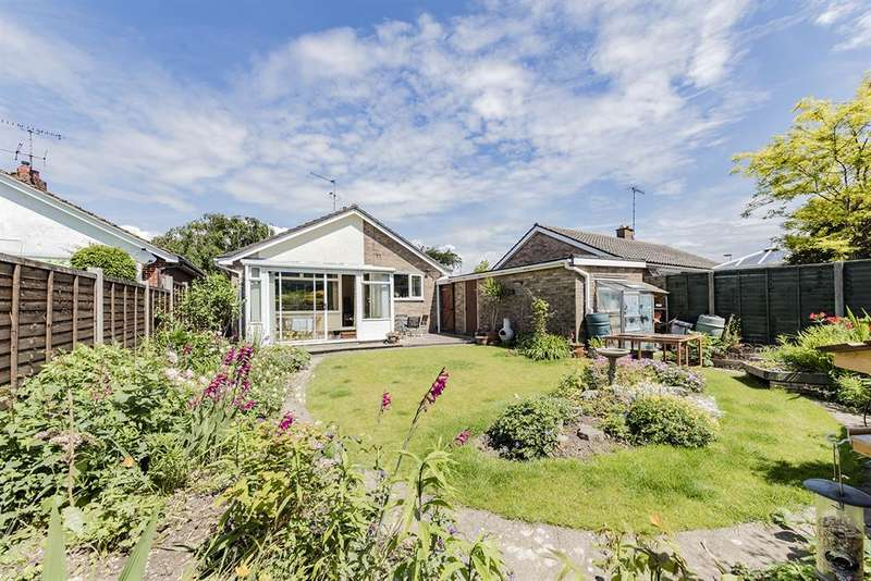 2 Bedrooms Detached Bungalow for sale in Cleveland Road, Salvington, West Sussex, BN13 2ET