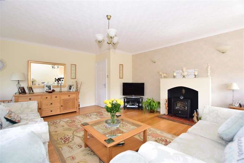 2 Bedrooms Flat for sale in Dixwell Road, Folkestone, Kent