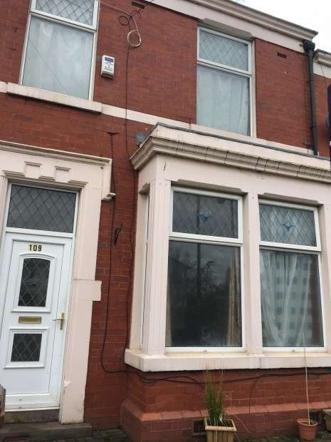 3 Bedrooms Terraced House for sale in Frenchwood Avenue, Preston, PR1
