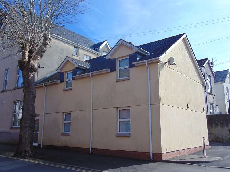 1 Bedroom Flat for sale in Flat 2, Cimla Road, Neath, Neath Port Talbot. SA11
