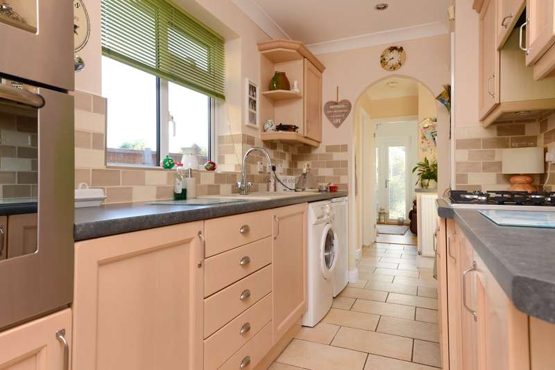 3 Bedrooms Semi Detached House for sale in Essella Rd, Willesborough, Ashford, TN24