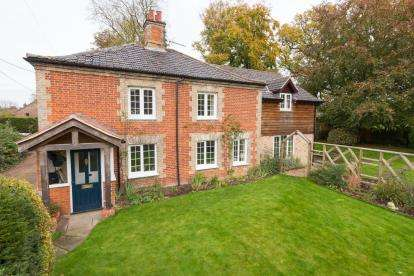 4 Bedrooms Detached House for sale in Saham Toney, Thetford, Norfolk