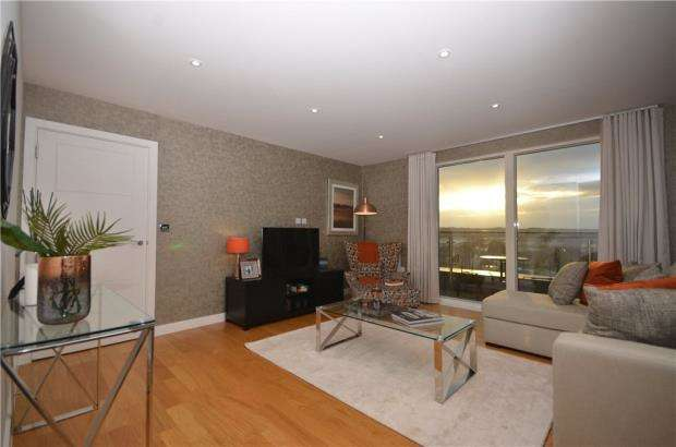 2 Bedrooms Apartment Flat for sale in Viridium, Sullivan Road, Camberley