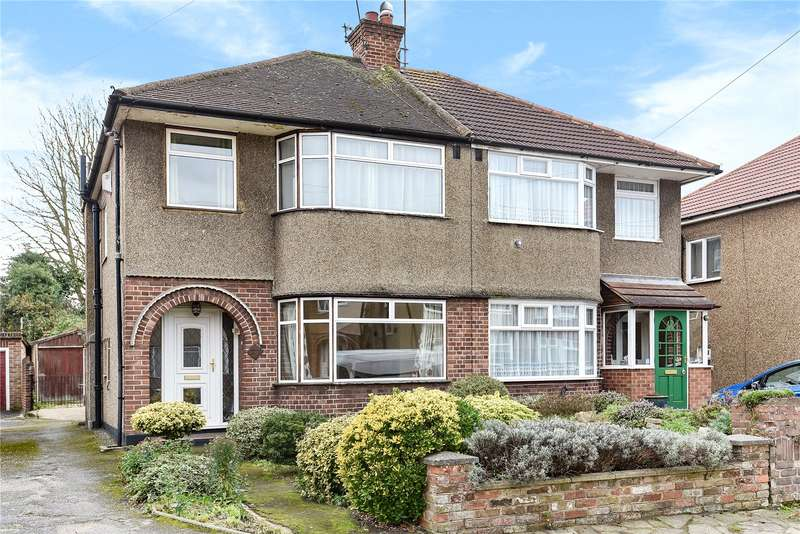 3 Bedrooms Semi Detached House for sale in Cotswold Close, Uxbridge, Middlesex, UB8